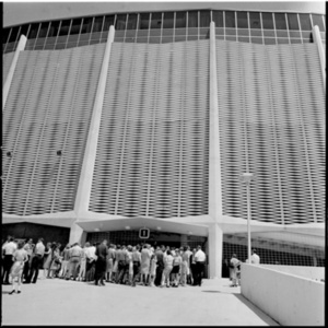 Crowds at the entrance to the Astrodome<br /><br />