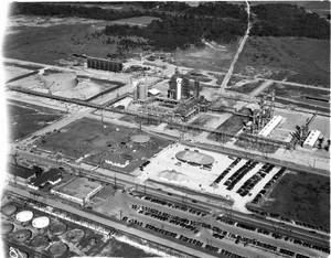 HPL-Aerial_of_industrial_plant_on_the_Houston_Ship_Channel.jpg